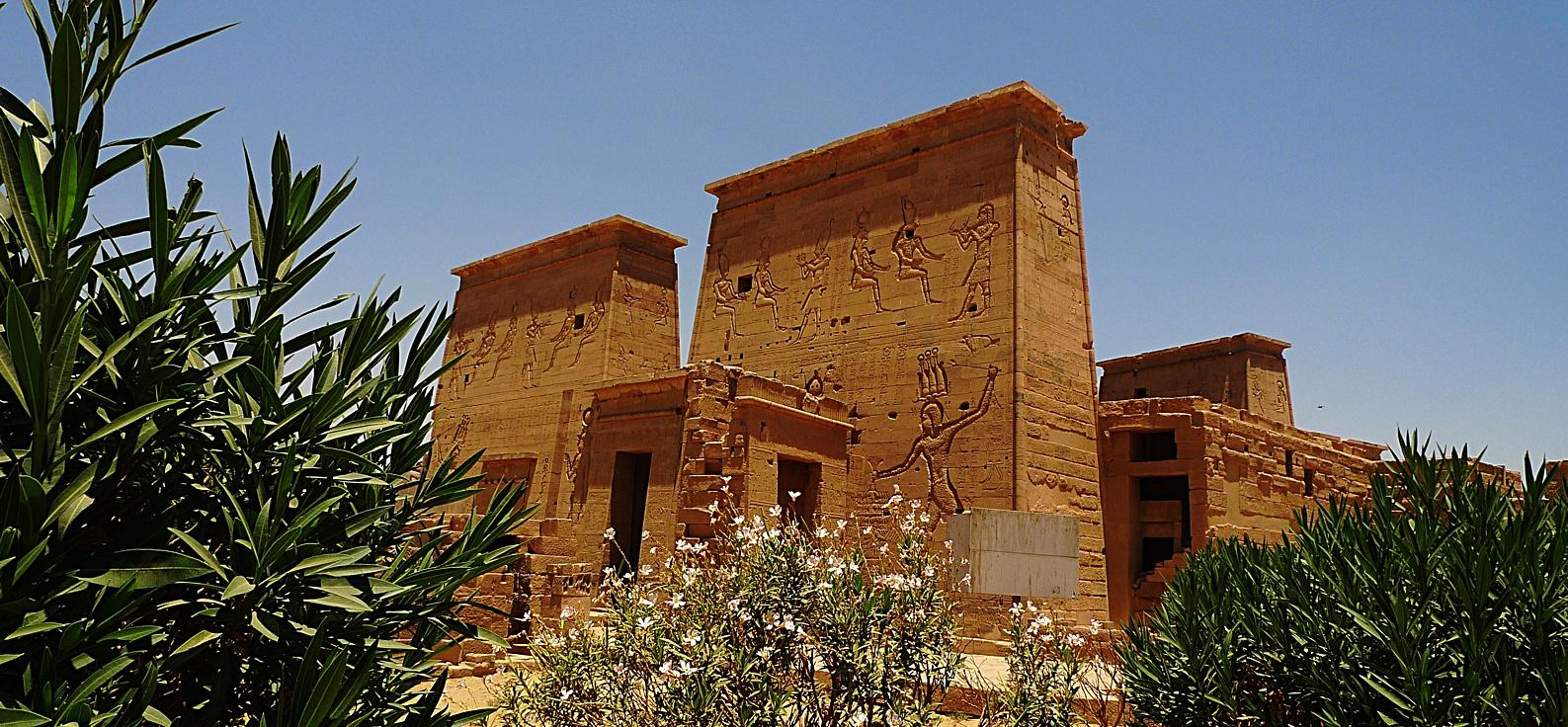 Isis_temple_Philae_12