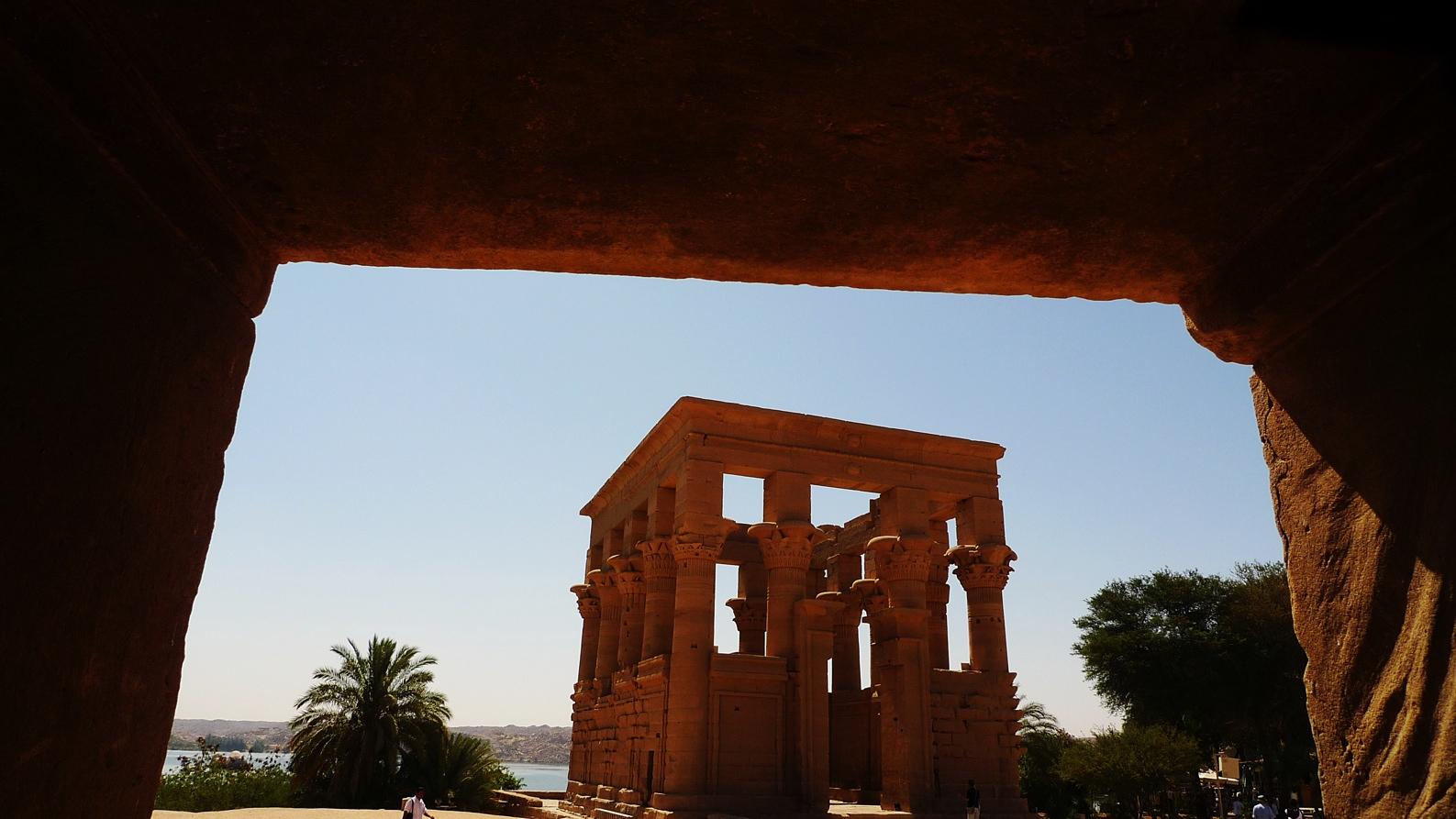 Isis_temple_Philae_17