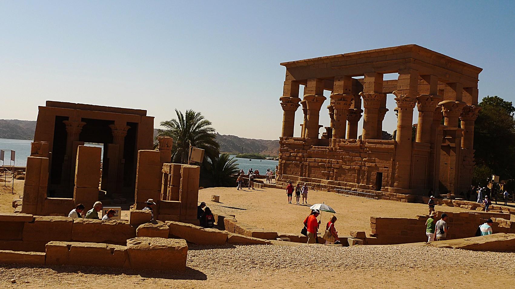 Isis_temple_Philae_3