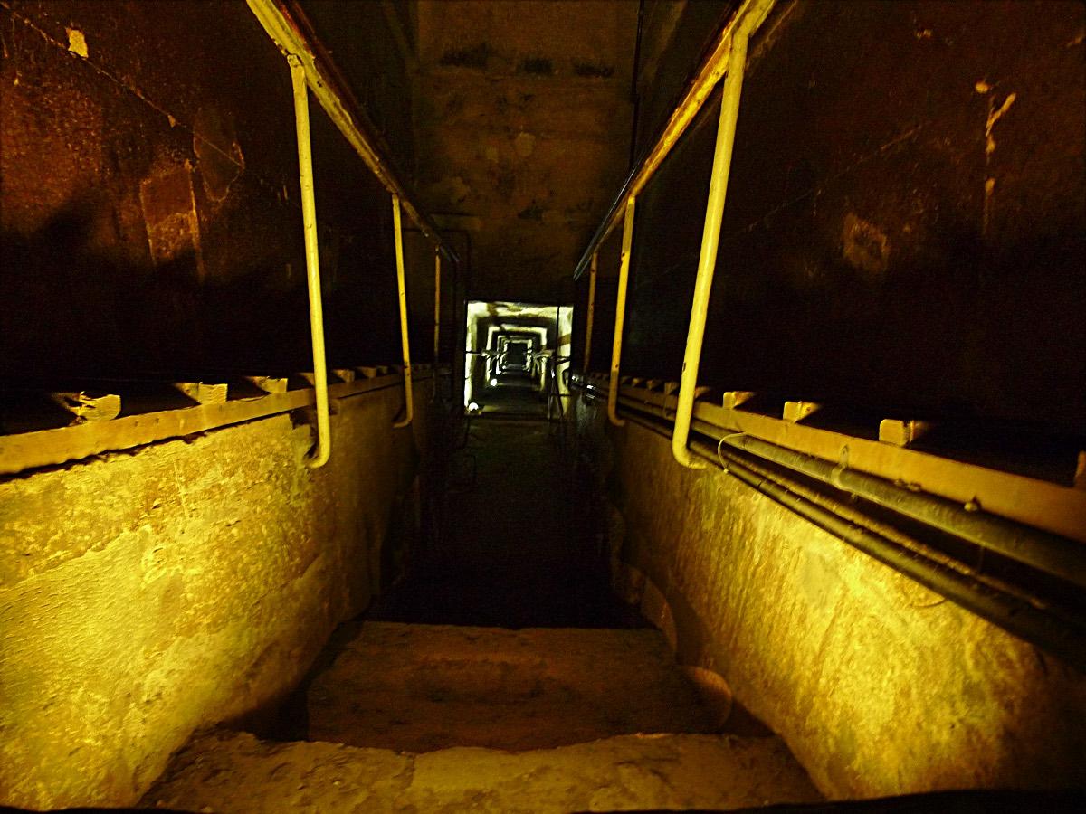 inside_pyramid_1
